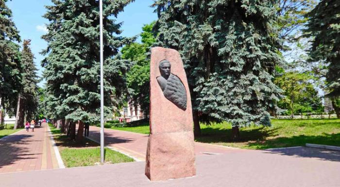 Памятник Михаилу Юрьевичу Лермонтову в Нальчике