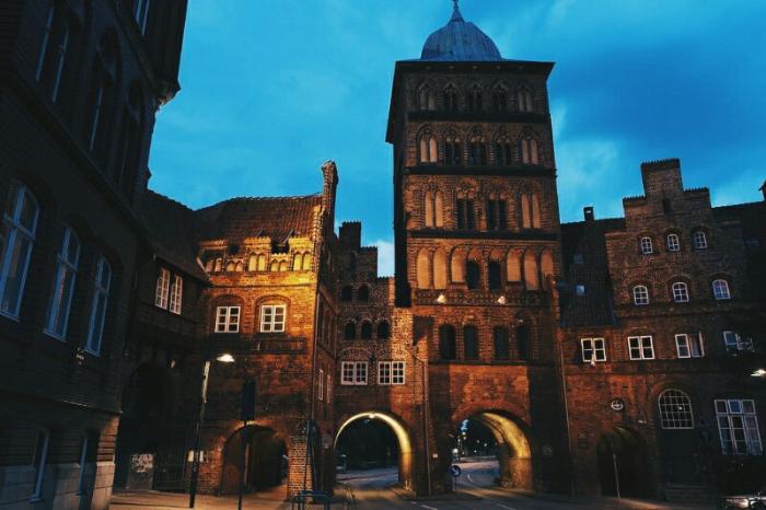 Замковые ворота и Burgkloster