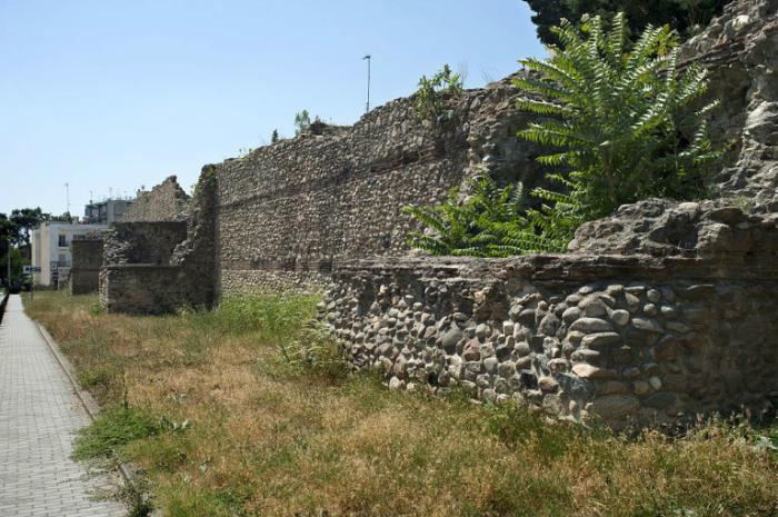 Крепостные стены Комотини.Сторожевая башня