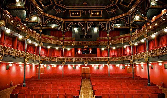 Театр Zorrilla в Бадалоне