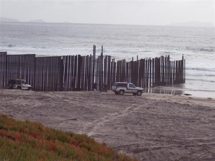 the border between san diego california and tijuana mexico