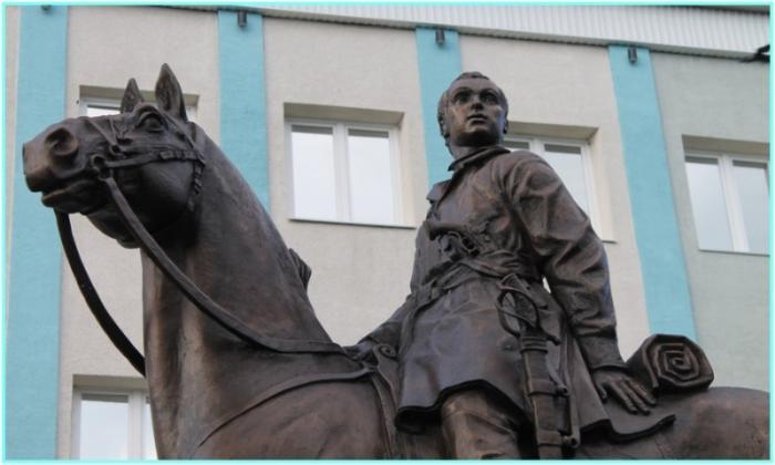 Памятник Надежде Дуровой, Сарапул