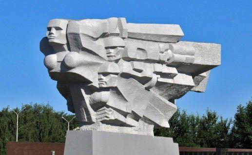 Фото мемориальный комплекс Родина-мать в Набережных Челнах