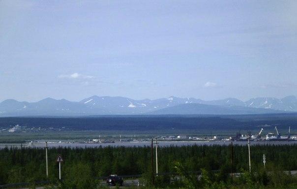 Вид на горы Полярного Урала с правого берега Оби