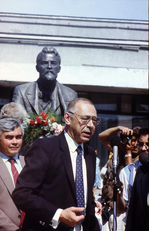 Выступление народного артиста СССР О.Ефремова на открытии памятника А.П.Чехову 10 июля 1990 года