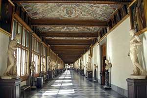Галерея Уффици - одна из главныхдостопримечательностей Флоренции в Италии