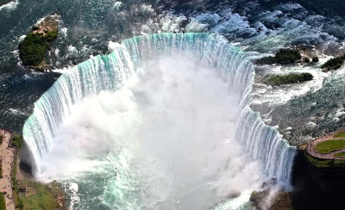 фото легендарного Ниагарского водопада