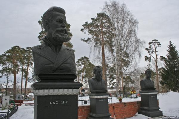 Бюсты Баха, Клодта и Канаева на Каслинском кладбище
