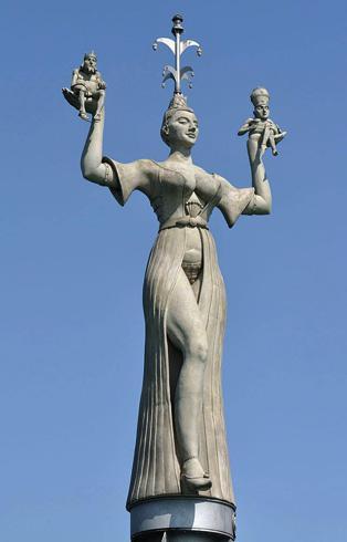 Скульптура «Империя»
