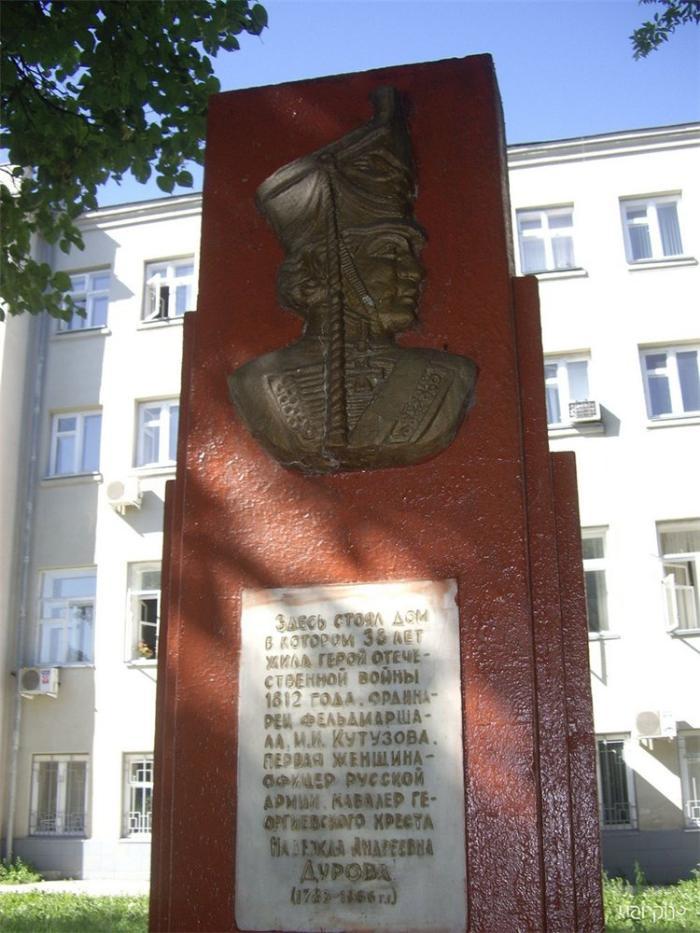 Памятный знак на месте дома кавалерист-девицы Н.А.Дуровой, Сарапул