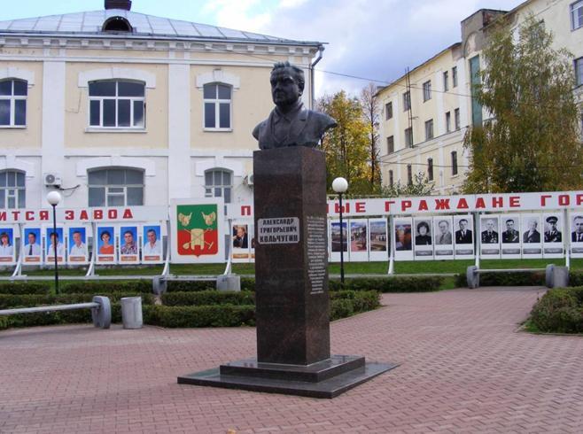 Памятник купцу Кольчугину
