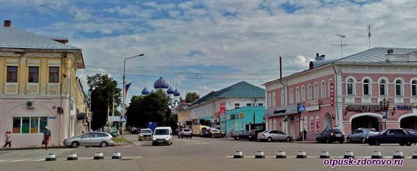 Вид на Богоявленский монастырь со стороны Кремля, Углич