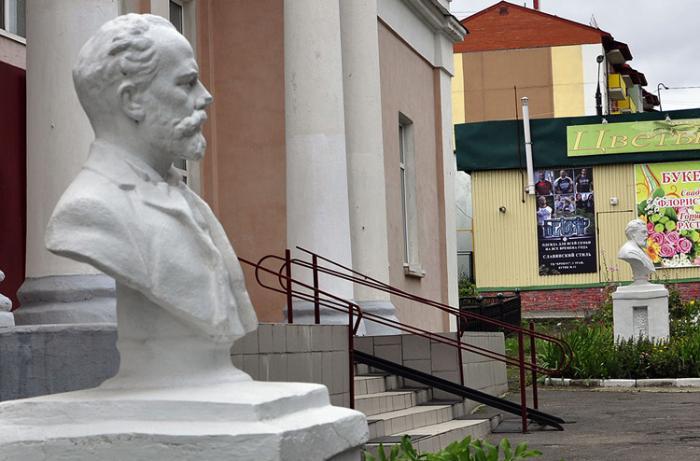 Скульптуры двух композиторов