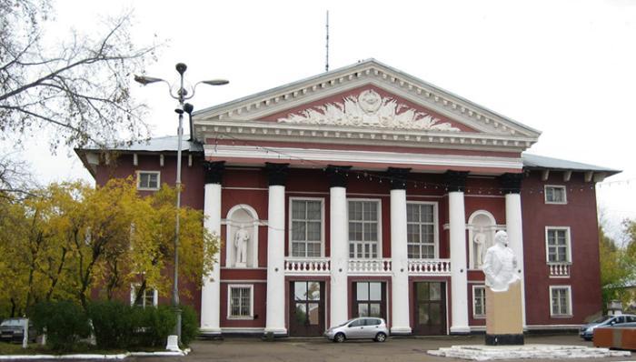 Дом Культуры «Дружба» и площадь перед ним