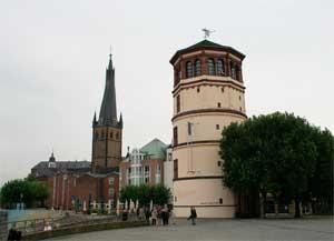 Площадь Бургплац - вот что еще нужно посмотреть в Гамбурге