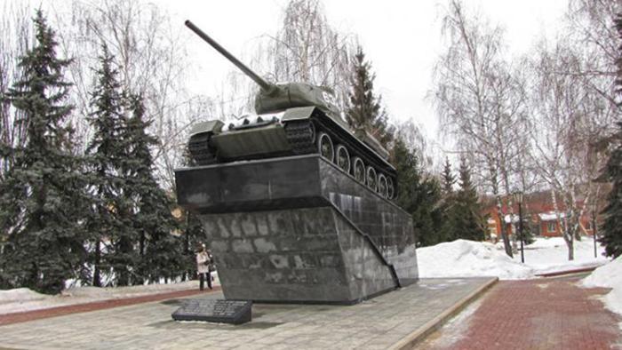 Памятник советскому танку Т-34-85