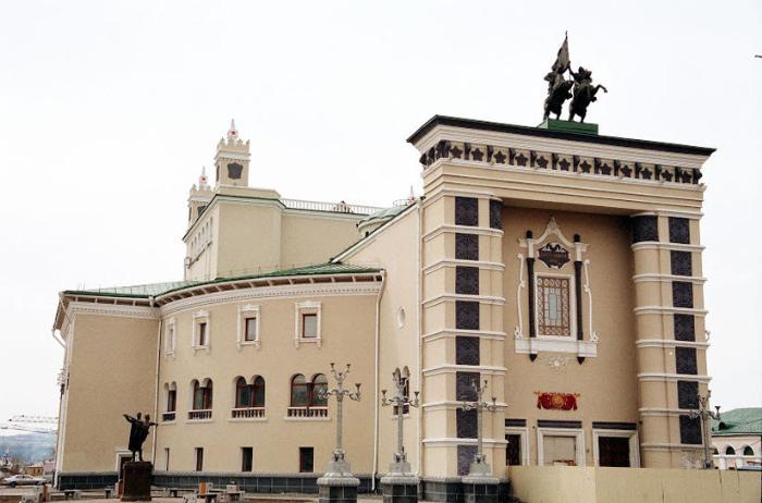 Здание бурятского театра Оперы и Балета