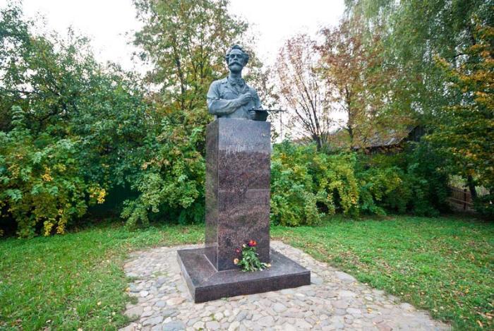Памятник Левитану