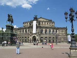 Оперный театр Земперопер в Дрездене