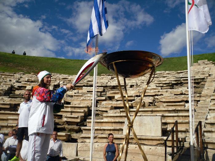 Олимпийский огонь Сочи посетил Ларису - один из самых древних городов нашей планеты