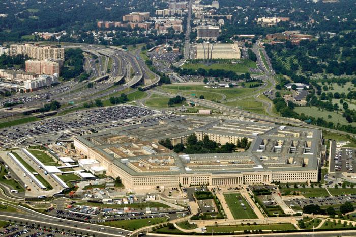 Пентагон (от греч. — «пятиугольник») — название здания Министерства обороны США, имеющего форму правильного пятиугольника. Находится в штате Виргиния недалеко от Вашингтона. Это крупнейшее офисное здание в мире. Фото: Mika Makelainen/Photos.com