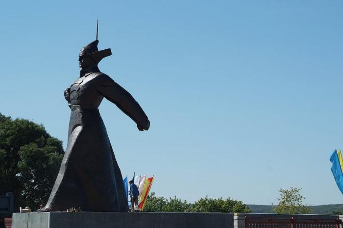 Памятник буденновцу