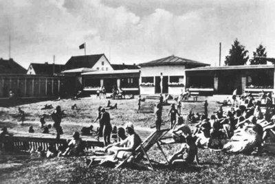 Бассейн с минеральной водой и купальня. 1930-е гг.