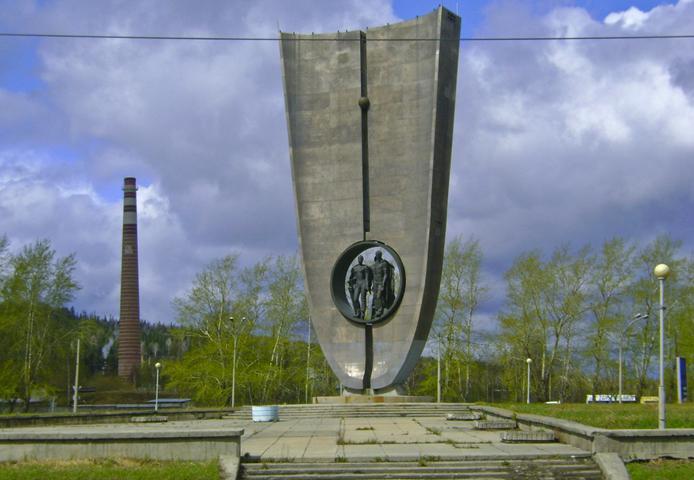 Стелла основателям города Новоуральска