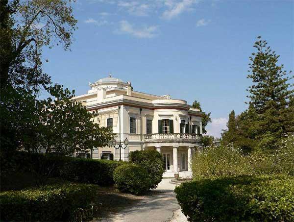 Королевский дворец на Острове Корфу это еще одно место кторое нужно обязательно посетить